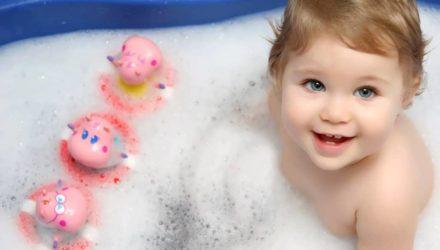 Как развивать ребенка при купании?